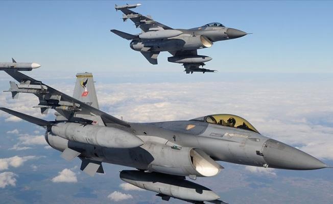 Irak'ın kuzeyinde terör örgütüne ait sığınaklar vuruldu
