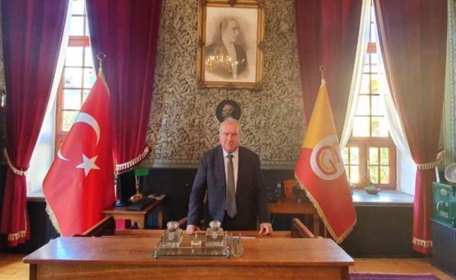 Galatasaray Lisesi Müdürü, Fenerbahçe Kulübü üyeliğinden istifa etti.