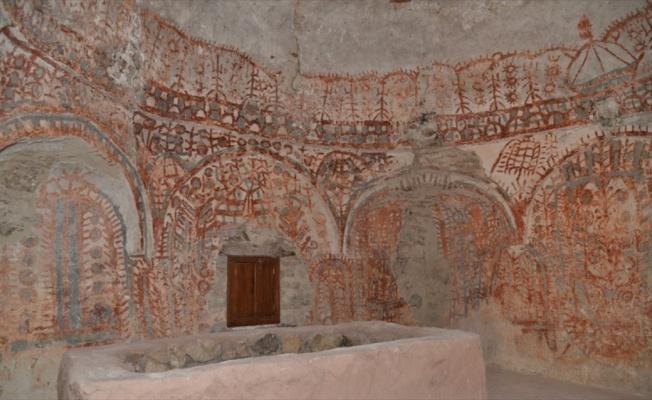 Osmanlı uç beyinin türbesinden eski Orta Asya Türk motifleri çıktı