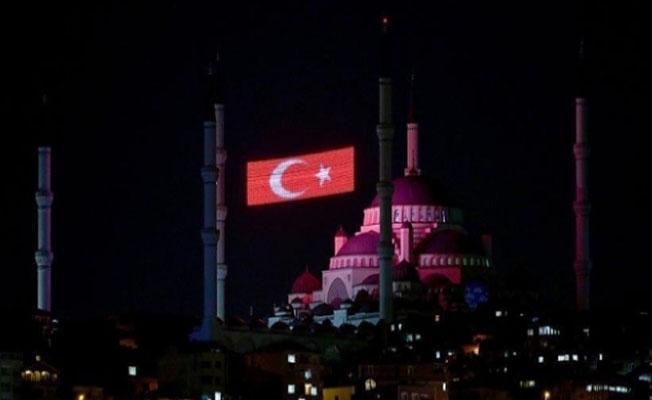 İstanbul'daki tüm camilerde sela okundu
