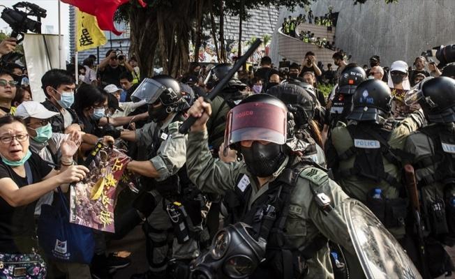 Hong Kong'da protestoların şiddete dönüşmesi endişe yaratıyor