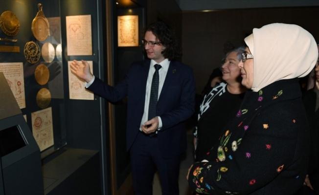 Cambridge Camisi'ndeki serginin ilk ziyaretçisi Emine Erdoğan oldu
