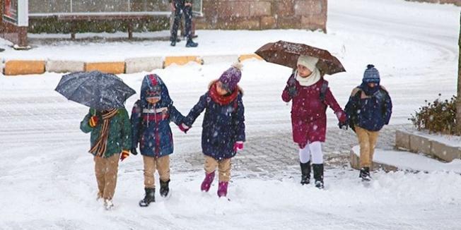 İki ilçede eğitime kar engeli...